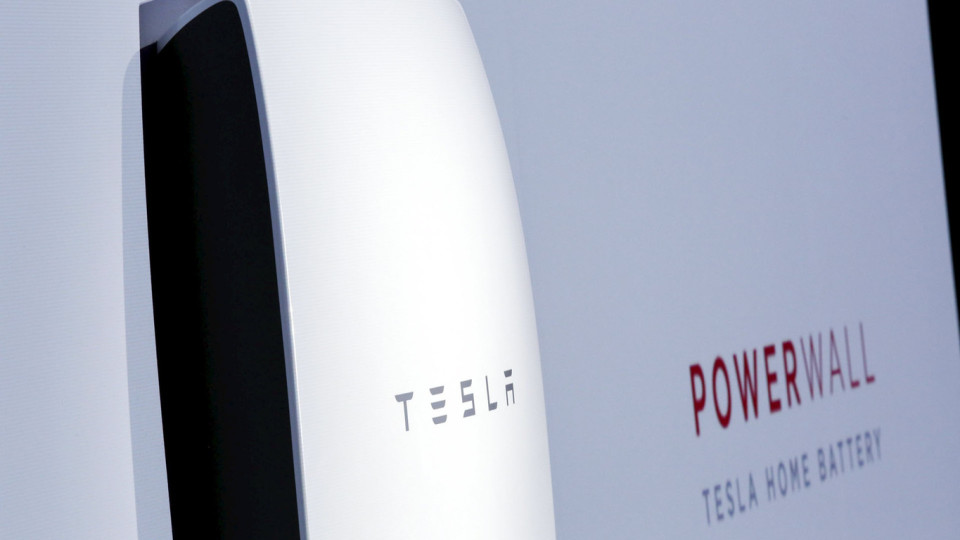 The Tesla Energy Powerwall Home Battery is unveiled by Tesla Motors CEO Elon Musk during an event in Hawthorne, California April 30, 2015. Tesla Motors Inc unveiled Tesla Energy - a suite of batteries for homes, businesses and utilities - a highly-anticipated plan to expand its business beyond electric vehicles. REUTERS/Patrick T. Fallon
