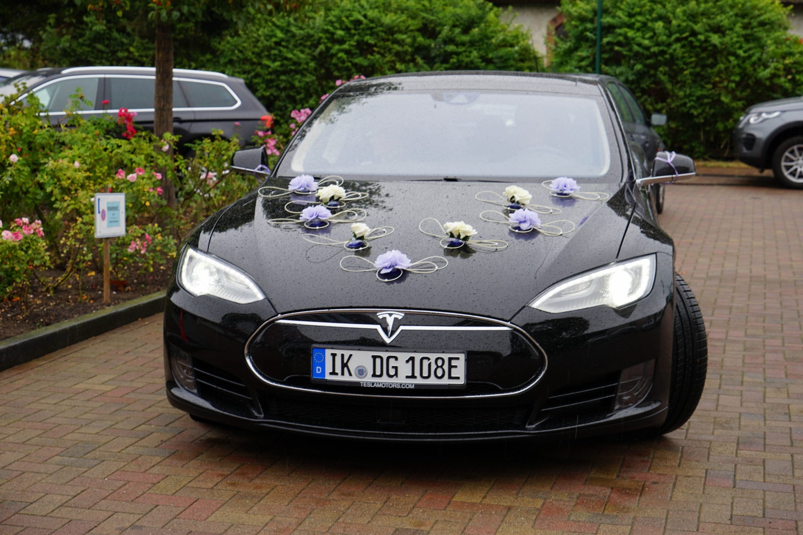 Mieten sie einen Tesla, das innovativste Auto der Welt. Auf Rügen in Binz, Bergen, Sellin, Göhren, Baabe, Sassnitz , Stralsund, Usedom oder dem Darß.